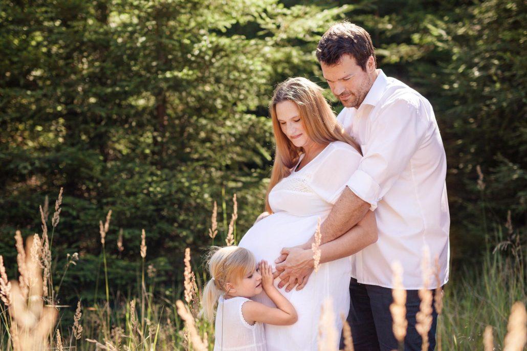 Babybauch Familie Feld