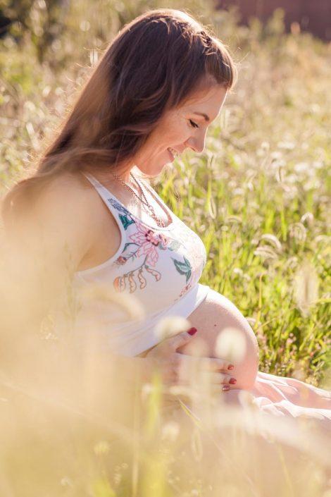 Babybauch Wiese Outdoor